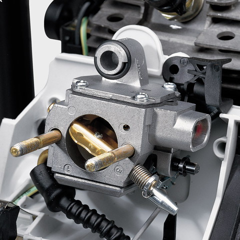 The IntelliCarb™ Compensating Carburetor automatically adjusts the air/fuel ratio when the air filter becomes restricted or partially clogged & maintains the engine's correct RPM.